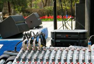 звуковое оборудование на улице
